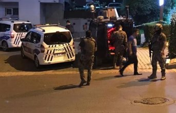 Polis ekiplerine ateş açıldı