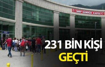 Bayramda Sarp'tan 231 Bin kişi geçti
