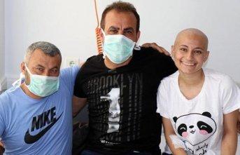 Haluk Levent, lösemi hastası baba ve kızı ziyaret...