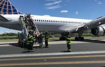 Uçağın inişte tekerlekleri patladı, faciadan dönüldü