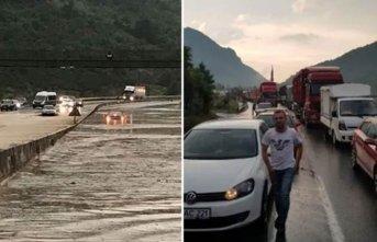 Sel yolu kapattı - YHT hattına zarar verdi