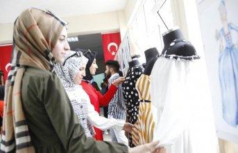 Moda tasarım öğrencileri sergi düzenledi