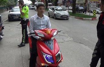 Motosikletine polis çakarı takan kişiye...