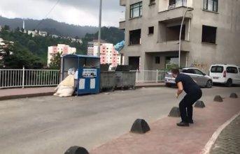 Rizeli vatandaşın çöp atışı sosyal medyada gündem oldu