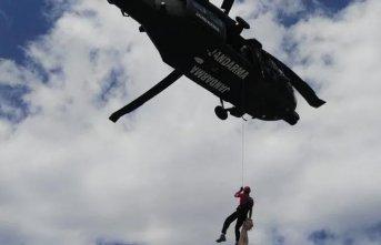 Nefes kesen operasyon: Kayalıklara düşen öğrenci jandarma timleri tarafından kurtarıldı