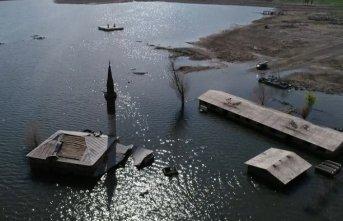 Baraj suyu çekildi köy ortaya çıktı | Kars Haberleri
