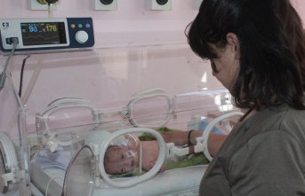 'Parmak bebek' hayata tutundu