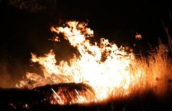 Havai fişekler yangın çıkardı