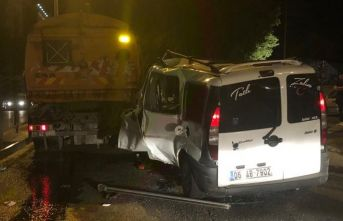 Kaza yaptılar, araçta sıkışan arkadaşını bırakıp kaçtı