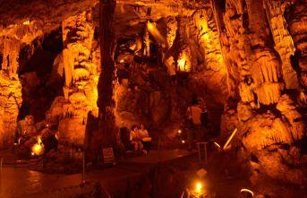3.4 milyon yıllık mağaraya ziyaretçi akını