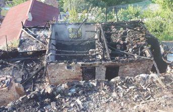 Ev yandı iki kişi hayatını kaybetti