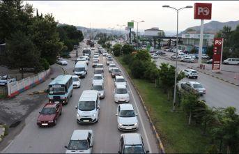 Karadeniz'den dönen tatilciler Karabük'te yoğunluk oluşturdu