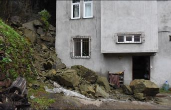 Ordu'da evin üzerine kaya parçaları düştü