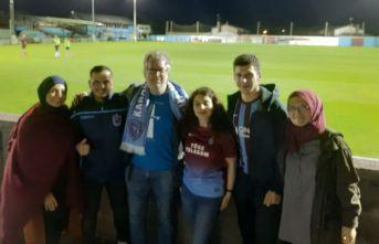 Trabzonsporlu taraftarlar kardeş kulübün maçında!