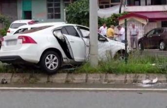 Trabzon'da kaza - Direğe çarparak durabildi