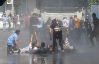 Diyarbakır'da belediye önünde toplanan gruba müdahale