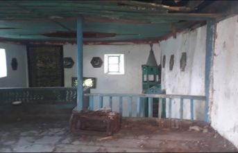 Araklı'da tarihi cami bakımsızlıktan bu hale...