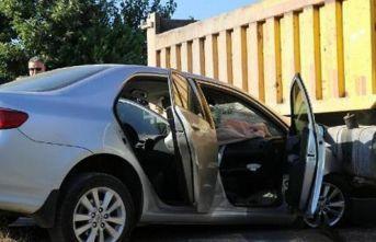 Kamyonla otomobil çarpıştı!