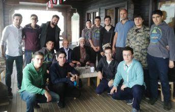 Trabzon'da gençlerden Mehmet ve Rıdvan dedeye yayla sürprizi