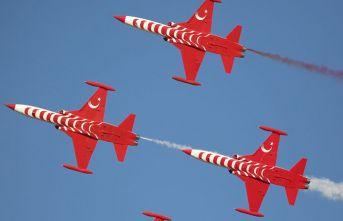Solo Türk ve Türk Yıldızları 100. yıl için uçtu