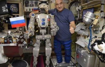 Rusların Uzaya Gönderdiği İlk İnsansı Robot...