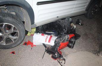 Araç motorsiklete çarptı: 1 ölü, 1 ağır yaralı