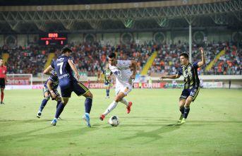 Fenerbahçe Alanya'da çarpıldı