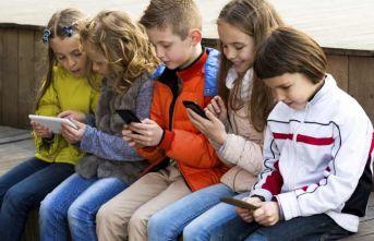 Çocuklara mutsuzluk kapılarını açan: Tablet ve telefonlar