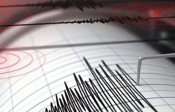 İzmir'de deprem oldu