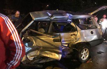 Kamyon otomobile çarptı: 1 ölü 2 yaralı