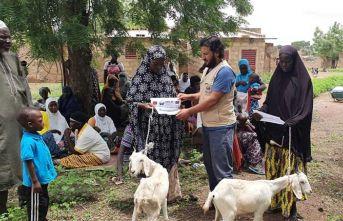 Afrikalı ailelere süt keçileri dağıtıldı