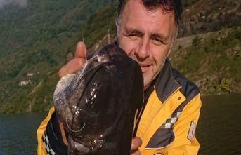 Baraj gölünde 40 kiloluk balık yakaladı