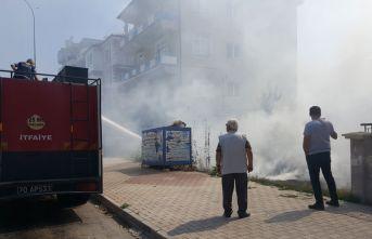 Karaman'da boş arsada çıkan ot yangını itfaiye tarafından söndürüldü