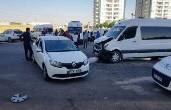 Diyarbakır'da öğrenci servisi kaza yaptı