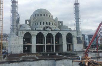 Trabzon'da yapılan yeni caminin zemininde tehlike...