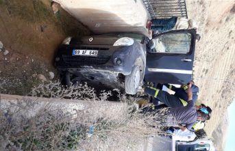Araç su kanalına uçtu