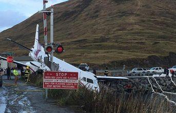 Yolcu uçağı pistten çıktı: 1 ölü, 10 yaralı