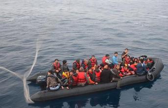 2 lastik botta 93 göçmen yakalandı!