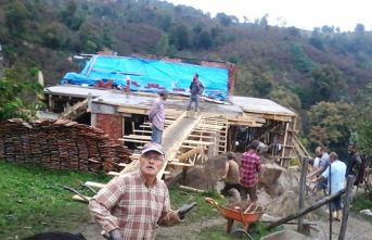 Evi yanan ailenin yardımına köylüler koştu!