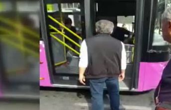 Otobüs şoförü ile yolcu birbirine girdi