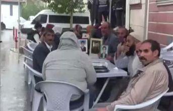 HDP önündeki aileler için çadır kuruldu