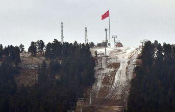 Cıbıltepe Kayak Merkezi'ne mevsimin ilk karı yağdı