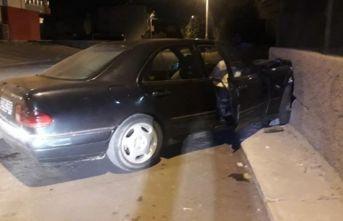 Tamire getirilen lüks araç ile kaza yapan çırak ve arkadaşı yaralandı