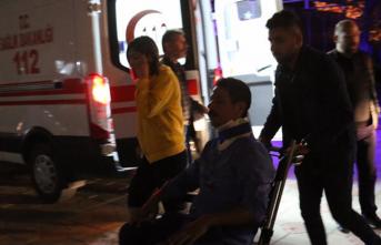 Nemrut yolunda otomobil devrildi: 6 yaralı