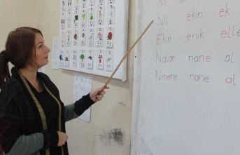 Ukraynalı genç kadın 3 haftada Türkçe okuma yazmayı öğrendi