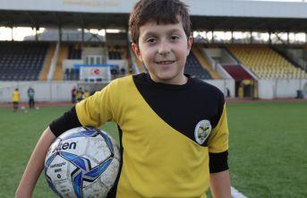 Futbol oynamak istediğini bakana mektupla yazdı, hayali gerçek oldu