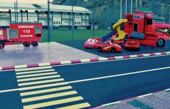 Gümüşhane'de çocuklar trafik kurallarını eğlenerek öğreniyor
