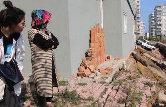 Dere ıslah çalışmasında apartmanın istinat duvarı ve bahçesi çöktü