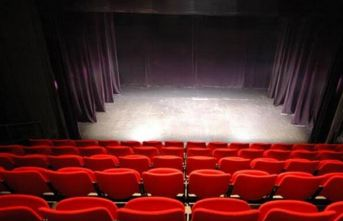 Öğretmenler tiyatro sahnesinde stres atıyor