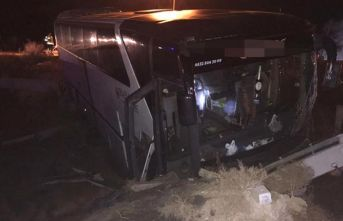Taraftarları taşıyan otobüs kaza yaptı: 19 yaralı